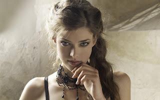 JULIA SANER_WALLSTOWN_IN_FASHION MODELS