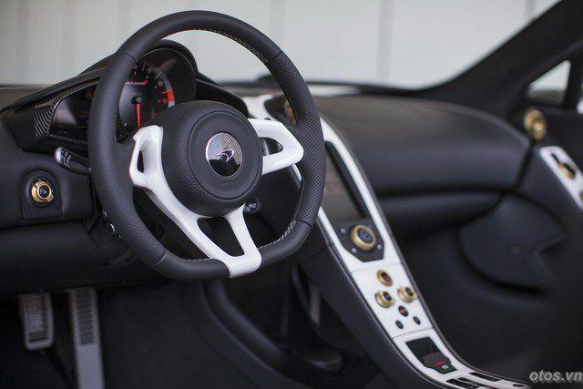 Xe McLaren 650S Spider nổi bật với sơn trộn vàng 24K
