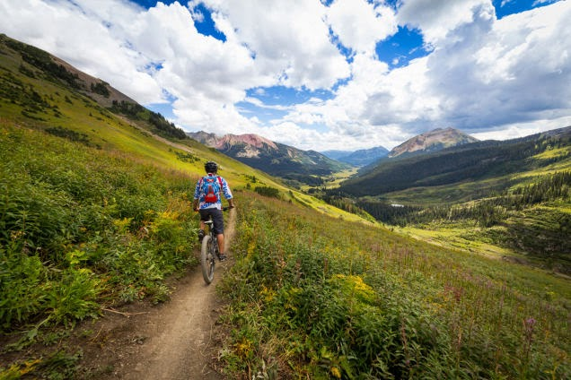 You+can+admire+this+amazing+view+while+riding+down+the+401+trail+in+Crested+Butte,+Colorado.+-+18+Amazing+Places+You+Should+Ride+Your+Bike+Before+You+Die.jpg