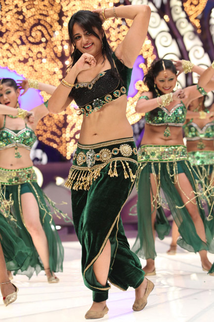 Anushka Shetty Latest Hot Navel Stills in Mirchi Movie ...