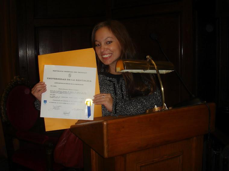 María Jimena Álvarez Sclavi recibe su Título de Licenciada en Ciencias de la Comunicación -