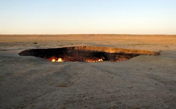 kawah api pintu gerbang ke neraka di turkmenistan
