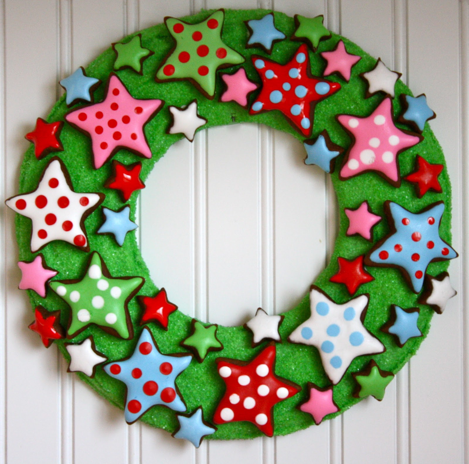 Learn how to make this Christmas star cookie wreath from The Farm ...