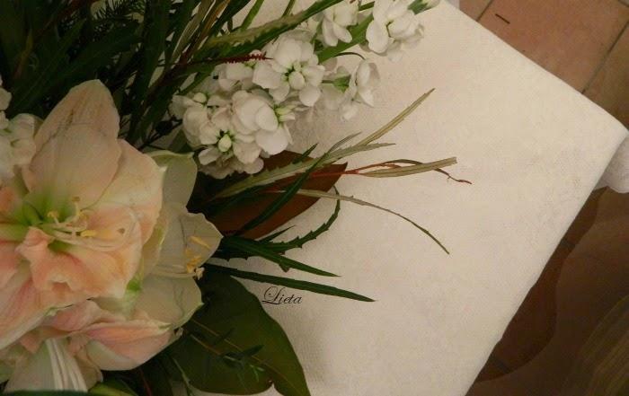 Top LIETA CIMA: Una composizione di fiori invernale FH45
