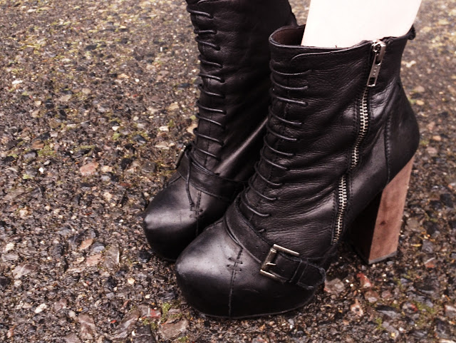 FashionFake, street style, footwear, fashion blog, fashion blogger, style blog, style blogger, Topshop, Topshop dress, shirt dress style ideas