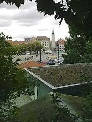 Blick vom Domhügel auf den  Domplatz