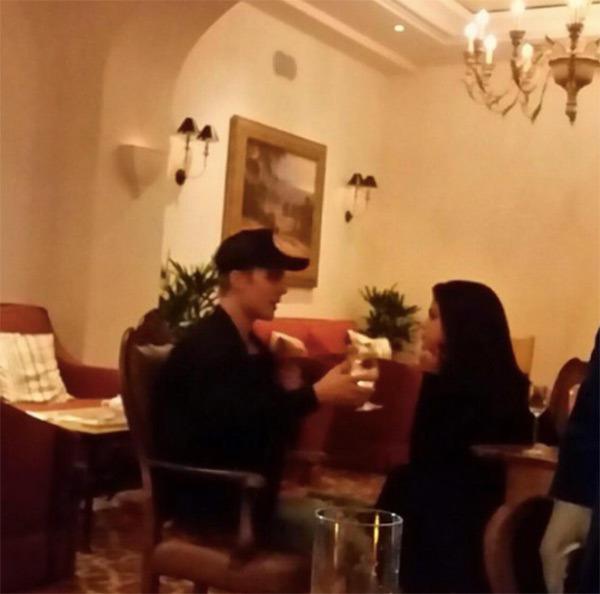 Justin Bieber y Selena Gomez se reencontraron en un restaurante de Bervely Hills.