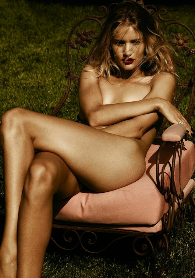 Rosie Huntington-Whiteley para Violet Grey