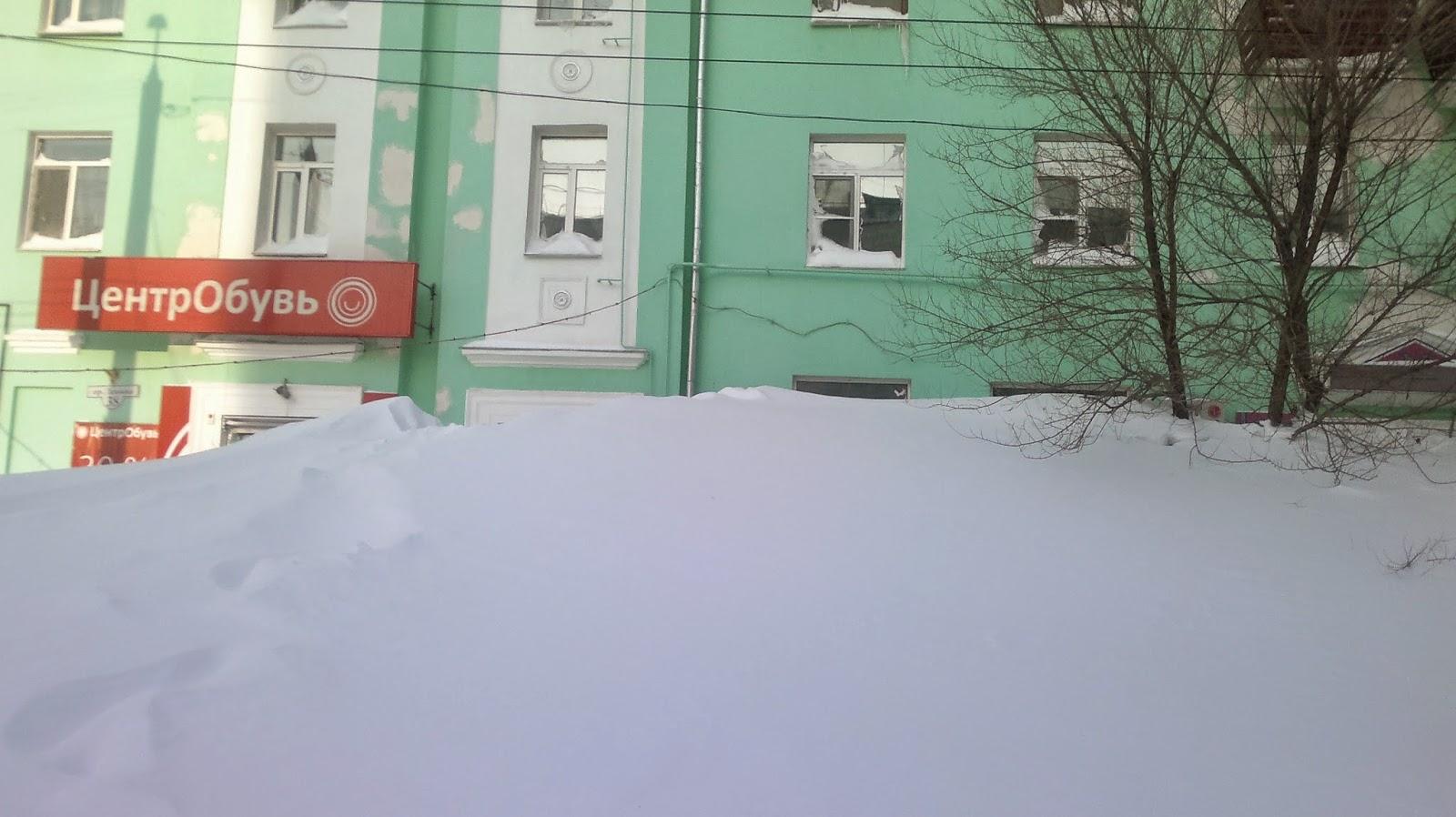 Магазины в снегу