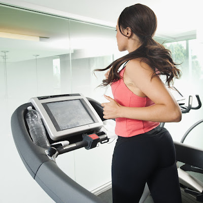 How to Lose Weight on the Stomach With a Treadmill Workout