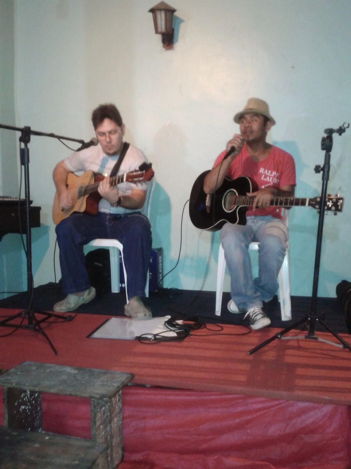 Profº Tharley Tocando e cantando com Augusto