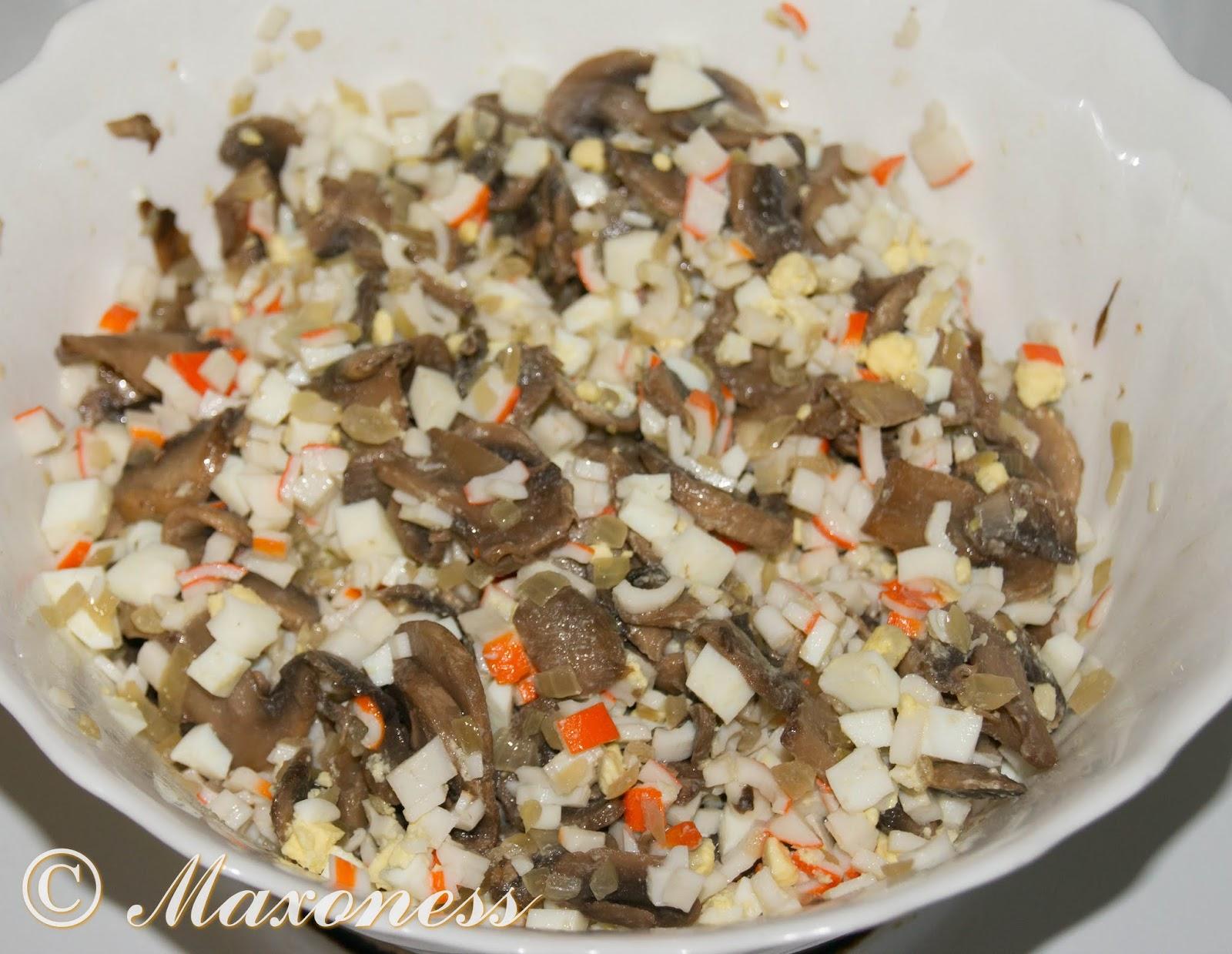 Салат крабовые палочки.грибы. яйца