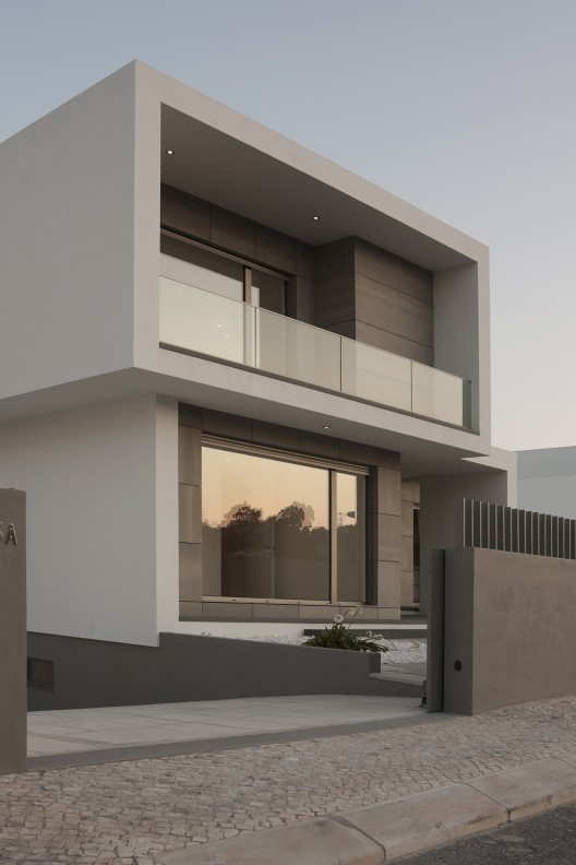 Casas minimalistas y modernas casa moderna en portugal - Fachadas arquitectura ...