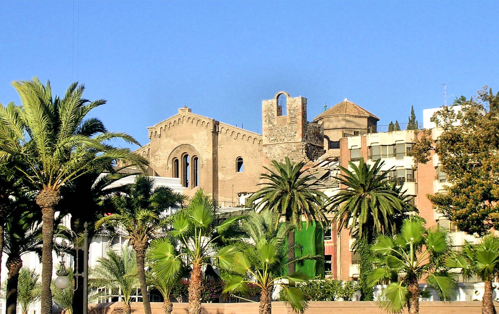 The 13th-century cathedral of Santa María la Vieja. Photo: Ventimiglia, WikiMedia.org.