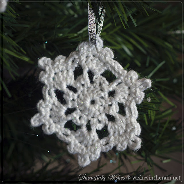 pretty crochet snowflake - www.wishesintherain.net