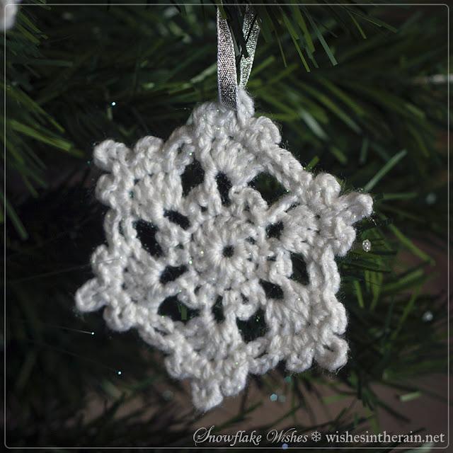 pretty crochet snowflake - www.wishesintherain.net