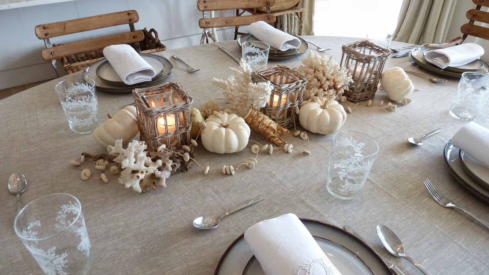 Everything coastal autumn at the beach tablescape ideas 1 for Bougies decoration table