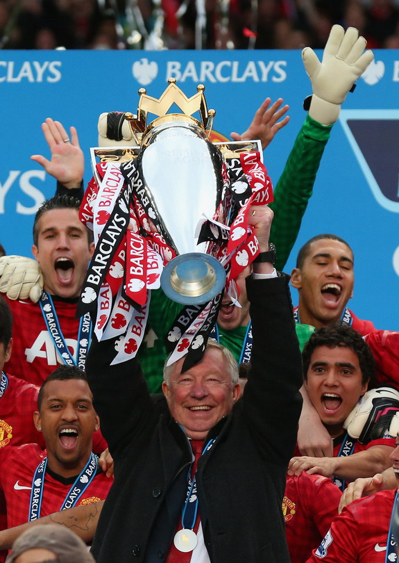 Sir Alex Ferguson lifts Premier League trophy for last time