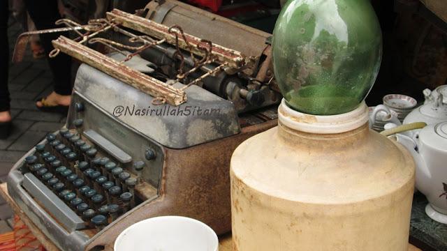 Deretan Mesin Ketik kuno yang dipajang