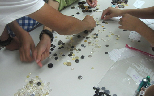 Students Sort Buttons to Learn About Scientific Classification