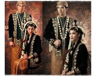 http://infomasihariini.blogspot.com/2015/11/foto-pakaian-pengantin-adat-berikut-ini.html