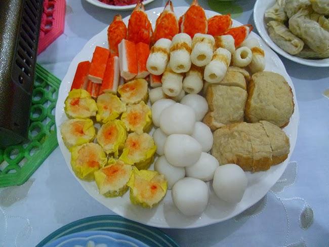 Cangrejo, siomay, albóndigas de pescado y tahu bakso