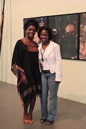 Adriana Alves e Claudia Alexandre no Museu Afro Brasil