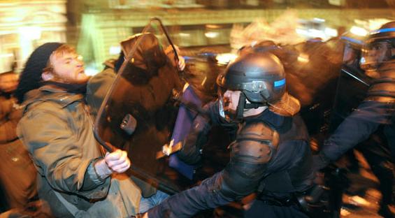 Cobardes y corruptos políticos, protestar en una democracia es un deber