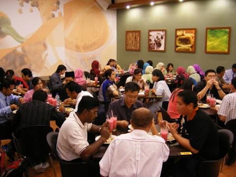 Kedai Makan Vs Raya
