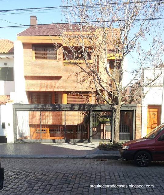 Residencia urbana entre medianeras estilo Contemporáneo