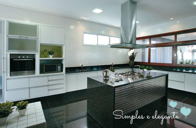 Cozinha com ilha, cooktop e coifa  Comprando Meu Apê  Comprando Meu