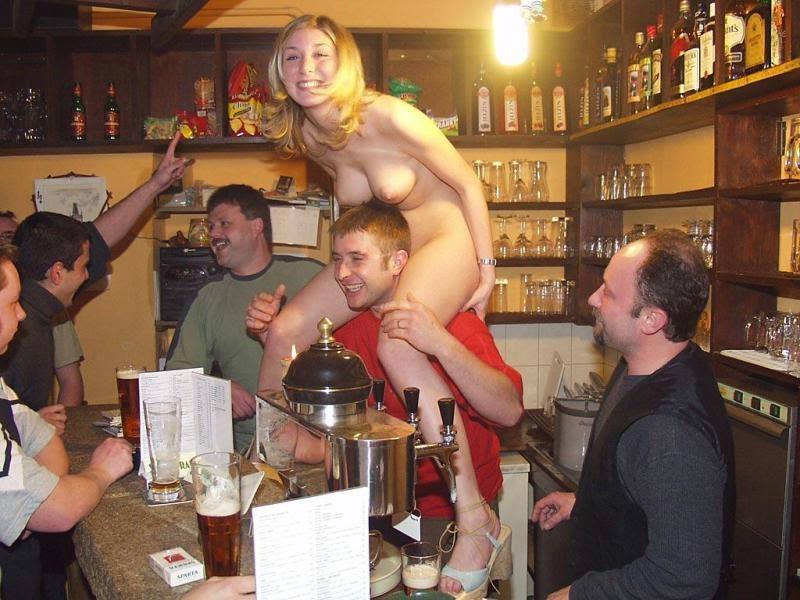 bar waitres nude