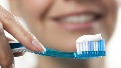 جواز استعمال معجون الأسنان في رمضان, هل يجوز غسل الأسنان في رمضان, هل يجوز للصائم تنظيف أسنانه بمعجون الأسنان, الصيام و غسل الأسنان