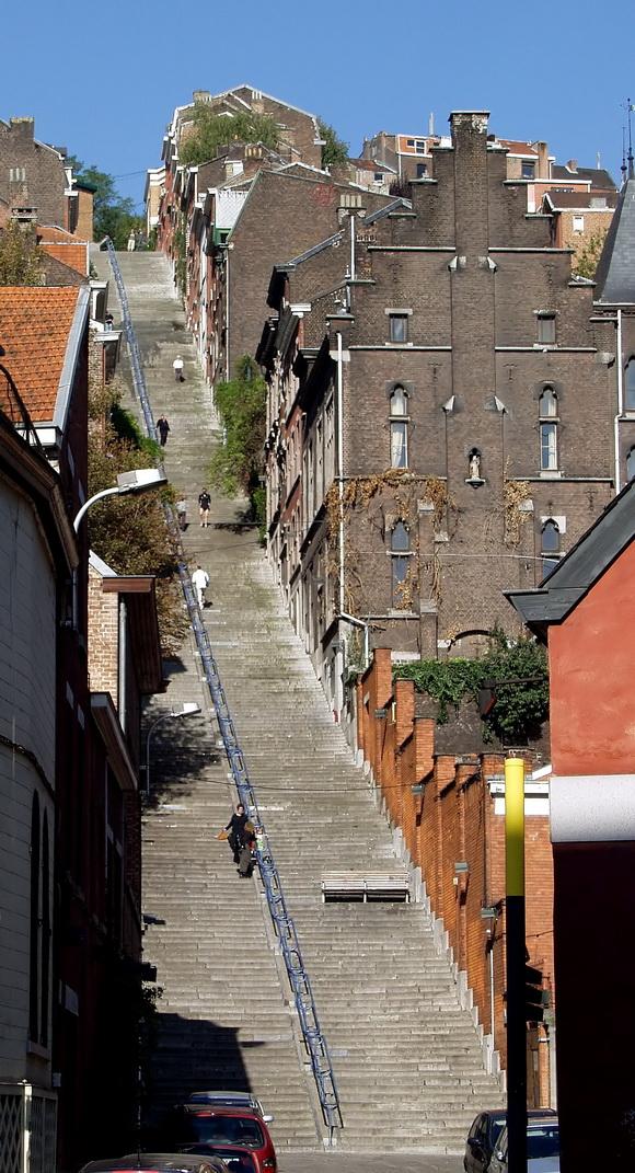 http://2.bp.blogspot.com/-4KZxG2hCLCg/UdCIlikObPI/AAAAAAAAQiw/LP19m-04CRk/s1071/Montagne_de_Bueren_-_stairs_-_Liege_2.jpg
