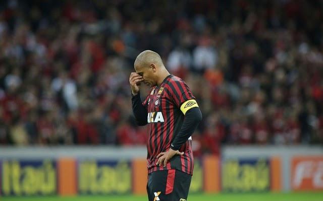 No apagar das luzes, Atlético conhece a primeira derrota em casa