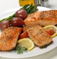 السلمون من بين اغذية مفيدة للشعر