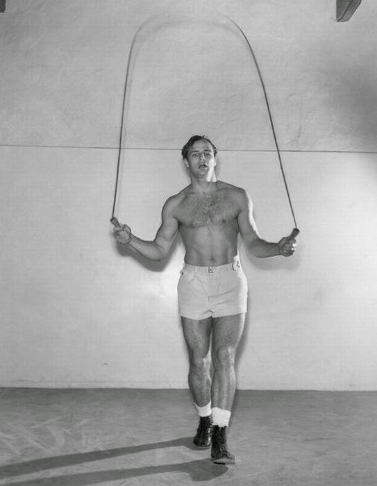 Marlon Brando saltando a la comba
