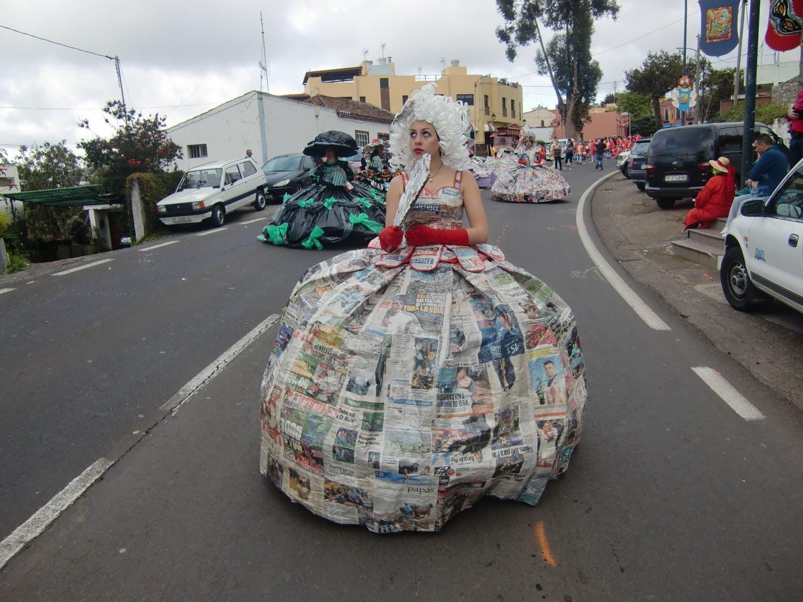 Carnaval, disfraces de material reciclado