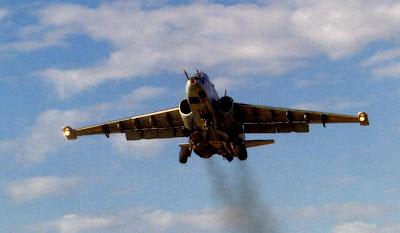 Взлет штурмовика Су 25 строевого авиаполка ВВС РФ.