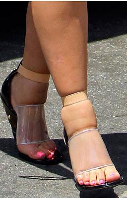 Pregnant Kim Kardashian Caught With Swollen Feet In High ...
