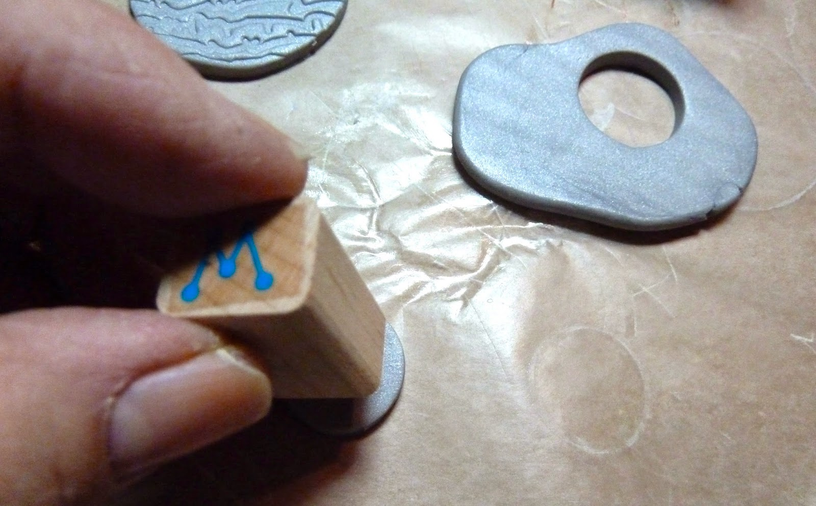 Make It Easy Crafts Spring Sunflower Monogram Key Ring