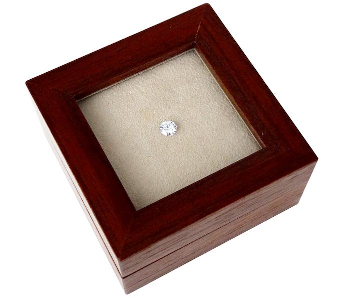 銀座ジュエリーサロンでは夢を叶えるためにダイヤモンドを探してくれる。