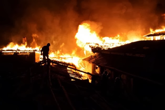Night fire destroys ancient Tibetan town in China