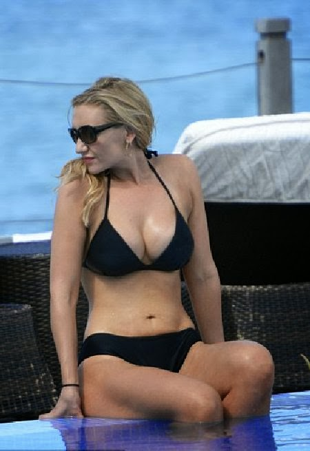 English: Catherine Tyldesley Bikini New Year's Eve‭ ‬2014‭ ‬St Vincent