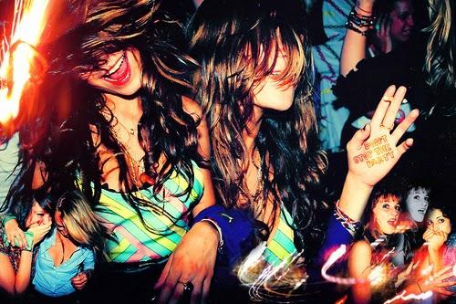 Танци с Приятели
