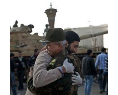برادر؛ دیدی نیروی سرکوب مصر چطور مردمش را به آغوش کشید ؟