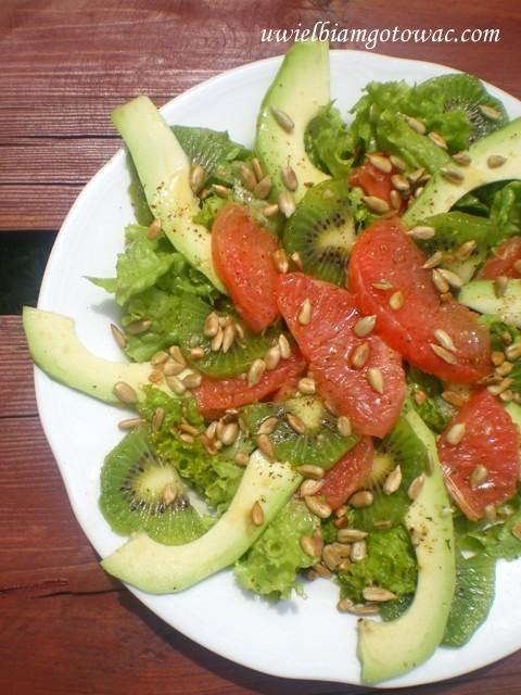Sałatka z grapefruitem, awokado i kiwi