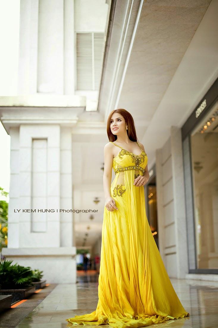 Kiểu váy dạ hội lộ eo thon của người đẹp