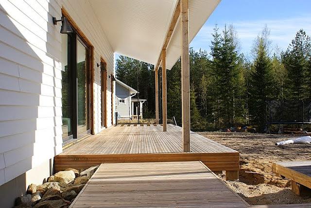 lehtikuusi, lumovalaisin, minimalistinen puutarha, domus ikkuna, vinyyliverhous