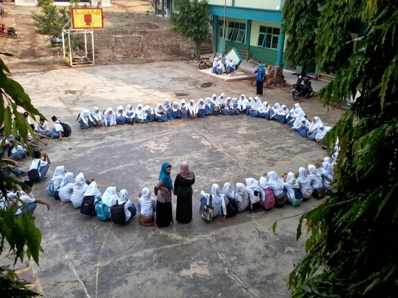 Bulan Ramadhan dimanfaatkan para santri untuk menulis.